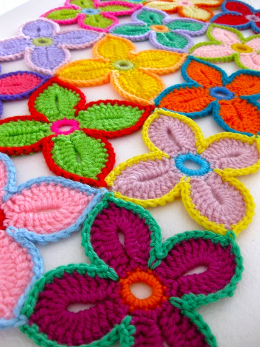 free crochet patterns for home: hawaiian flowers for blanket, rugs and coaster….