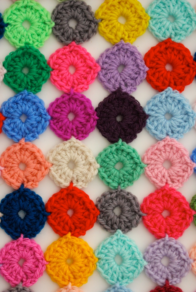 Crochet Yoyos : Crochet a Yo-Yo Coverlet Sarah London