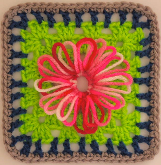 FREE Motif Monday: Loopy Daisies | Sarah London